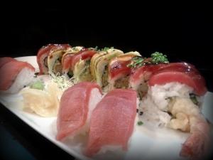 Ebi tempura-uramaki & nigiris de atún y salmón