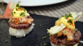 Nigiri de ternera wagyu con quesos asturianos.